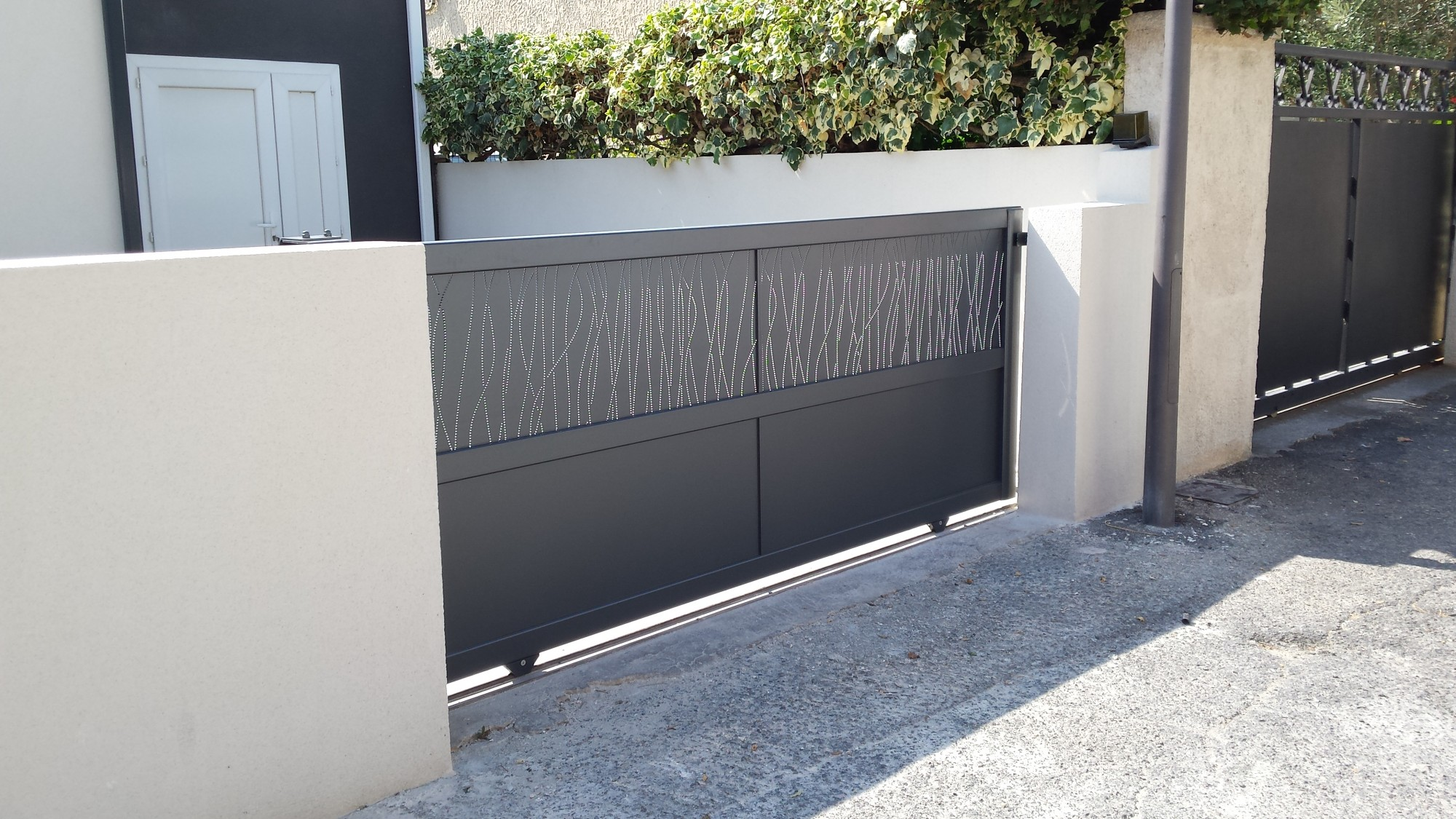 Barriere en alu barriere en alu portail alu gris anthracite maison infos barriere de piscine for Prix barriere alu