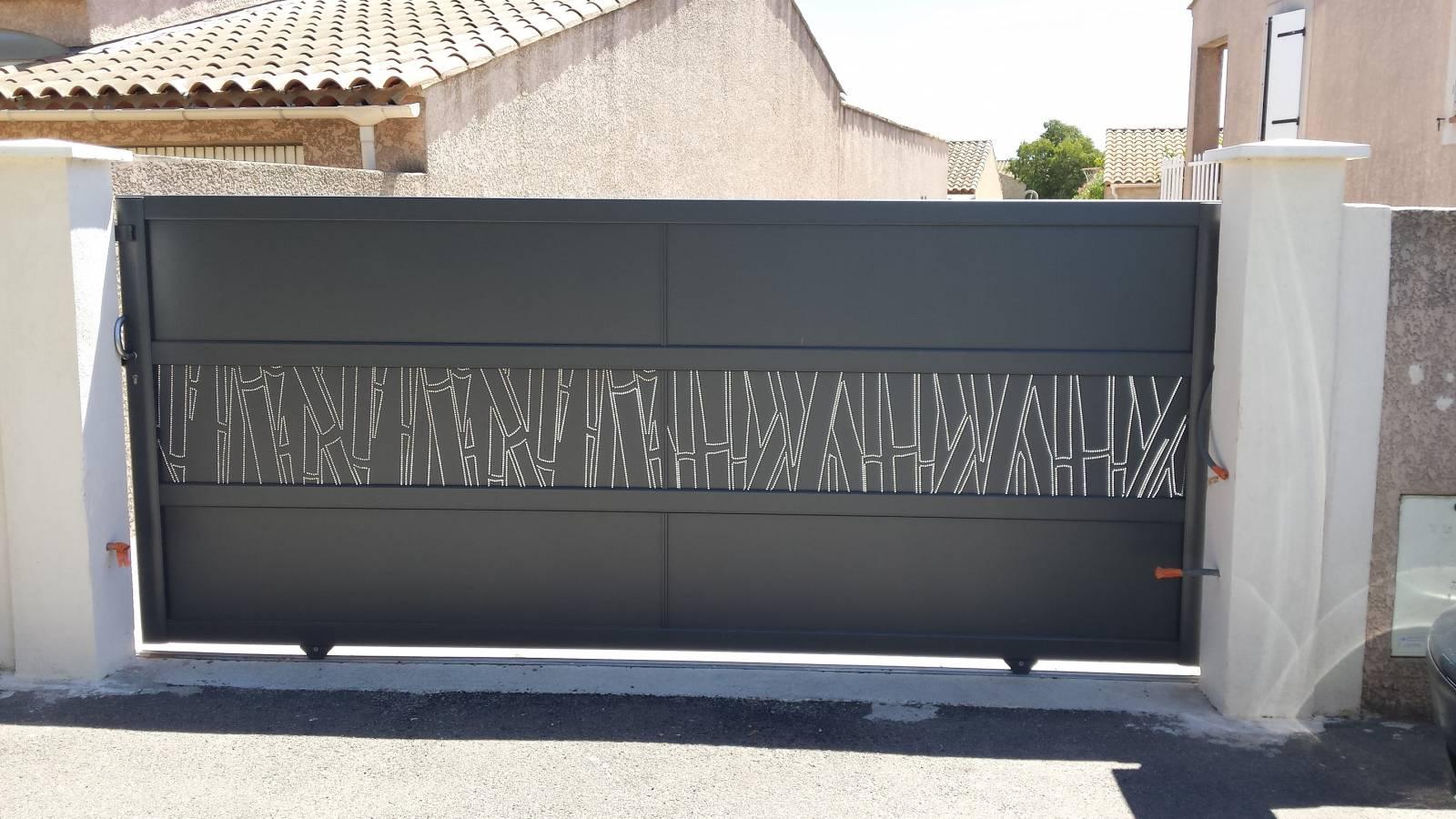 portail coulissant ksm gamme mosaic en aluminium vente de portail automatique istres bouches. Black Bedroom Furniture Sets. Home Design Ideas