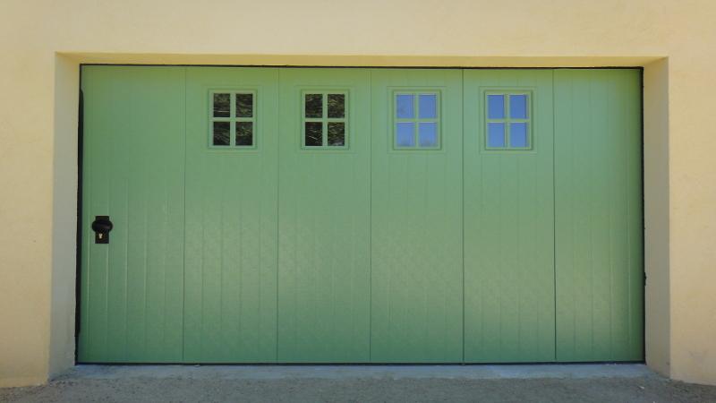 Pose porte de garage sectionnelle lat rale manuelle vente de portail automatique istres - Porte garage sectionnelle manuelle ...