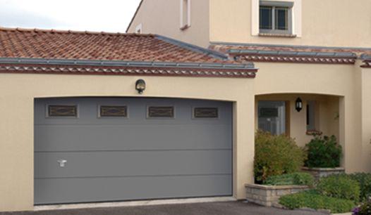 Porte de garage sectionnelle en aluminium avec vitrage for Porte de garage sectionnelle sur mesure hormann