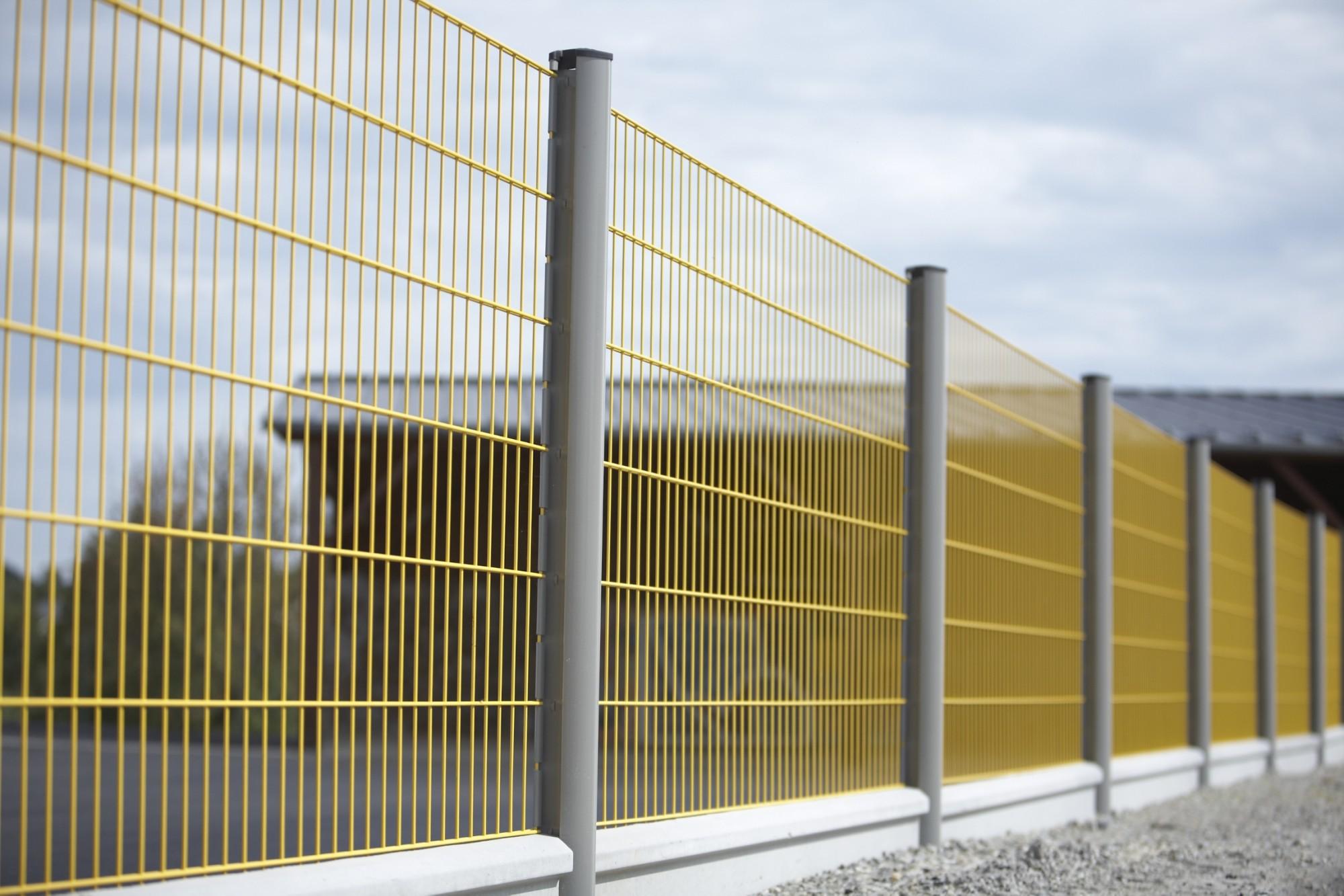 la liste de contrôle d'installation de clôture fait tout droit