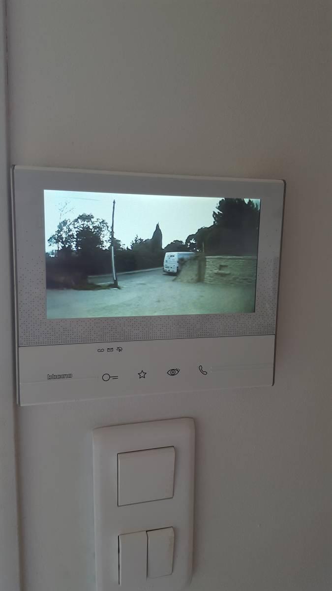 syst me d 39 interphone sans fil avec audio et video vente de portail automatique istres. Black Bedroom Furniture Sets. Home Design Ideas
