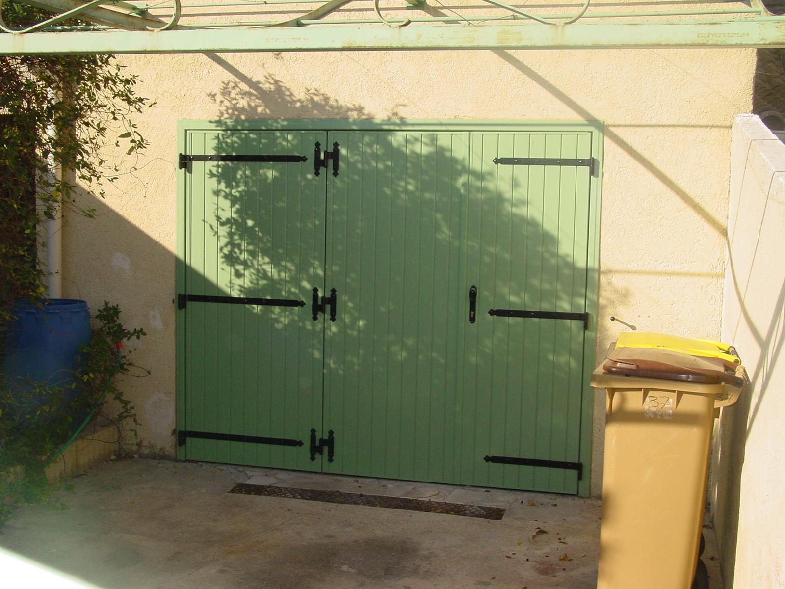 porte de garage battante 3 vantaux manuelle install e port de bouc vente de portail. Black Bedroom Furniture Sets. Home Design Ideas