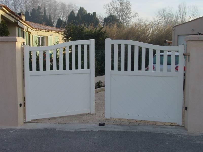 vente et installation de portail en fer pour l 39 acc s d 39 une copropri t les caillols 13012. Black Bedroom Furniture Sets. Home Design Ideas
