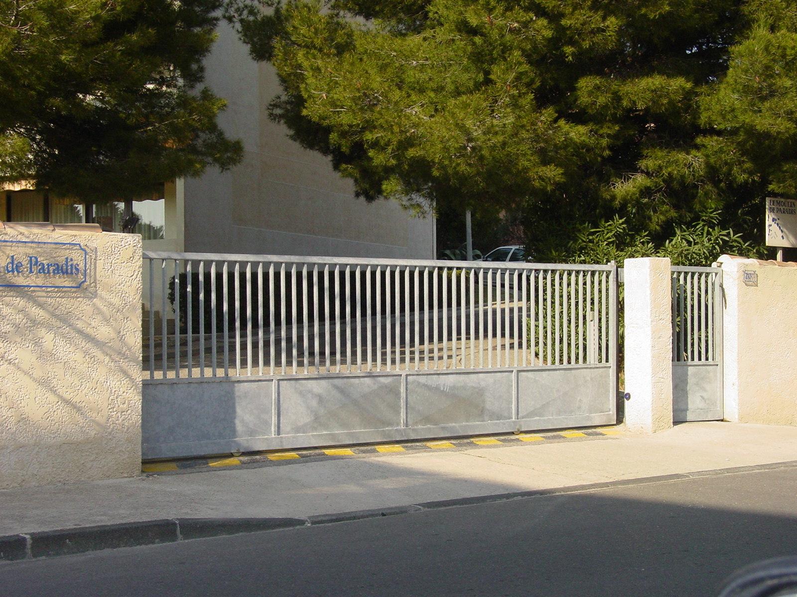 Vente de portail automatique istres bouches du rh ne api control Portail coulissant en fer