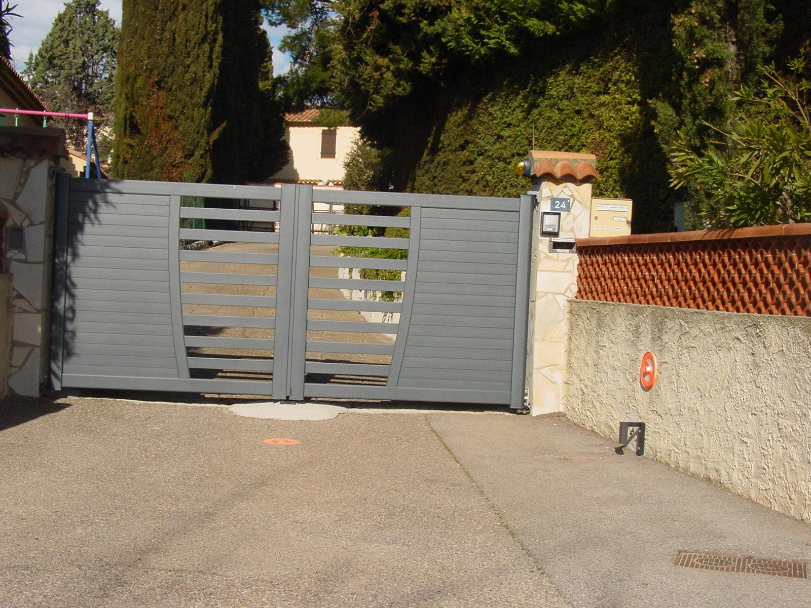 vente et installation d 39 un portail automatique pour copropri t les laurons 13500 vente de. Black Bedroom Furniture Sets. Home Design Ideas